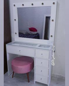 Gold Bedroom, Small Room Bedroom, Room Ideas Bedroom, Diy Bedroom Decor, Home Decor, Girls Room Storage, Diy Pallet Vanity, Small Bathroom Organization, Glam Room