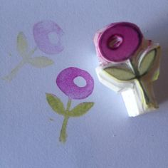 Simple two coloured flower handcarved rubber stamp by Natàlia Trias