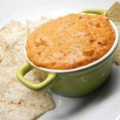 Crunchy slow cooker chili pork just on kios melati recipes ideas Chili Recipes, Crockpot Recipes, Chili Queso Dip, Super Bowl Dips, Chili And Cornbread, Mexican Appetizers, Slow Cooker Chili, Winter Food, Original Recipe
