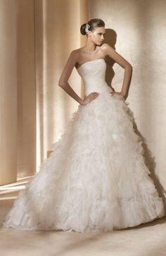 Strapless Organza Floor-length Sleeveless Ruffles Sleeveless Wedding  Dress  Style Code 05080  244. Svatební ŠatyStrapless ... fd95ea96427