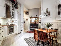 Casinha colorida: Home tour: vintage sueco