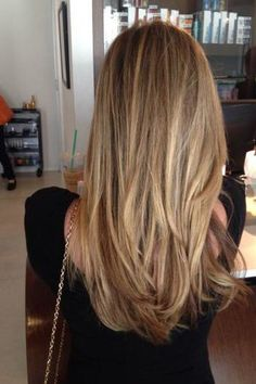 Looking for inspiration for your next salon visit? Here are must-try blonde hair colors for 2019 from dirty blonde hair color to honey blonde hair color. Blonde Hair Colour Shades, Honey Blonde Hair Color, Honey Hair, Brown Blonde Hair, Cool Hair Color, Color Shades, Hair Colors, Copper Blonde, Copper Hair