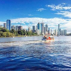 There's nothing better than a Bright blue sky to start the week in 👌🏻😎 📸 Brisbane City, Sunshine State, Beautiful Places, Places To Visit, Australia, Sky, Bright, Photo And Video, Blue