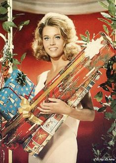 Film Great, Jane Fonda, celebrates the holidays.before Dad Henry Fonda arrives! Just kidding. Retro Christmas, Vintage Holiday, Christmas Colors, Christmas And New Year, Christmas Stars, Vintage Christmas Photos, Christmas Girls, Vintage Hollywood, Classic Hollywood