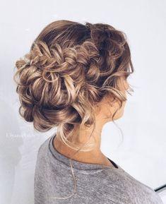 29-charming-wedding-hairstyles-for-naturally-curly-hair-3 - Weddingomania