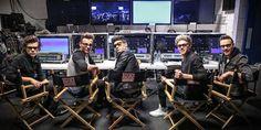 """Los chicos de One Direction hablaron de su película 3D: """"Es una buena película porque la gente puede ver cómo somos tras cámaras"""", dijo Niall Horan en una conferencia de prensa el 16/05 en Londres. Harry Styles agregó: """"Van a ver mucho más de cómo interactuamos y cómo somos relajados en nuestros camerinos, y será bueno que nos vean como somos"""". #ThisIsUs llegará a los cines el 30/08, seguida del 3r álbum de estudio de 1D, el cual han descrito como más rockero que su material anterior."""