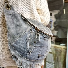 SHABBY SHACK 569 S. Canal Road Eaton Rapids, MI 48827 Put on your jeans, have a blessed day, and shop Shabby Shack. Diy Jeans, Jeans Levi's, Jean Crafts, Denim Crafts, Fashion Mode, Denim Fashion, Modest Fashion, Fashion Tips, Estilo Jeans