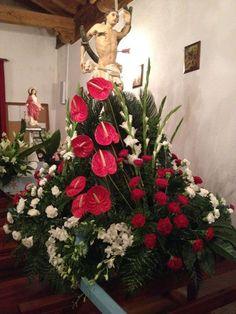 Decoração de Andores Agapanthus Garden, Christmas Wreaths, Christmas Tree, Flower Arrangement, Holiday Decor, Flowers, Instagram, Home Decor, Church Flowers