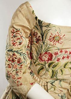 Robe a l'anglaise ca. 1780:  could you get this intricate with quilting and/or applique on simple modern designs?