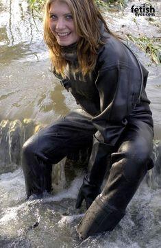 Happiness is a black rubber suit Women's Diving, Diving Suit, Mudding Girls, Mode Latex, Rubber Raincoats, Heavy Rubber, Black Rubber, Leder Outfits, Scuba Girl