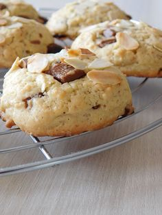 Cookies chocolat au lait et amande - Chocolate Chip Cookies, Mint Chocolate Chips, Yummy Cookies, Cookies Et Biscuits, Cupcakes, Time To Eat, Cookie Desserts, Food Inspiration, Baking Recipes