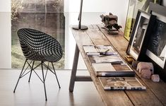 Plastic chairs: Matrix by Kartell, the evolution of a wicker armchair Tokujin Yoshioka Dining Room Chairs Ikea, Old Chairs, Eames Chairs, High Chairs, Wicker Armchair, Retro Armchair, Upholstered Chairs, Innovation, Oak Stain