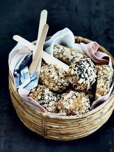 Vi har bagt en håndfuld lækkerier, som egner sig perfekt til en tur på stranden, i parken, i skoven eller bare på tæppet hjemme i haven.