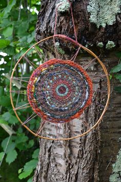 "Tissage circulaire Solstice par Claire des Bruyères / Circular Weaving ""Solstice"" by Claire des Bruyères Weaving Projects, Weaving Art, Tapestry Weaving, Loom Weaving, Circular Weaving, Circle Loom, Yarn Bombing, Nature Crafts, Diy Crafts To Sell"