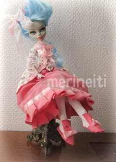 Free monster high clothes pattern in the blog for rococo princess... Marie Antoinette dolls
