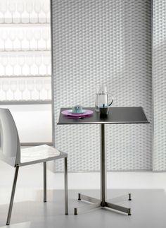 Zenith 4741 AC, bază pentru mese de restaurant din inox și aluminiu. Potrivită pentru blaturi cu dimensiunea de până la 80x80 sau D80 cm. Necesită asamblare. Cu o formă interesantă, conferită de jocul vizual al elementelor, această bază pentru mese conferă spațiului distincție. Table, Furniture, Home Decor, Decoration Home, Room Decor, Tables, Home Furnishings, Home Interior Design, Desk