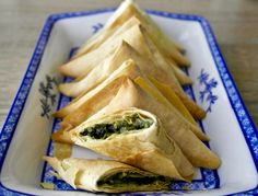 Greek mini spinach pies with a twist. Crunchy phyllo wrapped around plenty of greens and a touch of quinoa. Perfect as a snack or a light lunch. #vegan