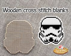 Clone trooper Star Wars Brooch or Pendant Set of Wooden Plastic Canvas Crafts, Plastic Canvas Patterns, Star Wars Pc, Wood Crosses, Clone Trooper, Star Wars Characters, Pendant Set, Keychains, Magnets