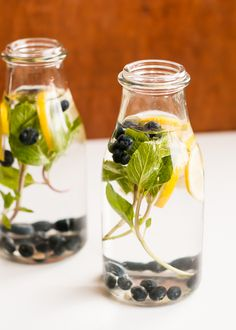 blueberry lemon mint infused water | HelloNatural.co