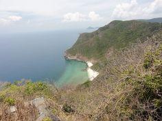 Bên cạnh những hòn đảo đông đúc đã quá nổi tiếng, bạn hãy thử tìm cho mình một hòn đảo hoang, tận hưởng sự mát lành nguyên sơ, tách biệt với mọi thứ bên ngoài. iVIVU.com sẽgợi ý cho bạn 7 hoang đảo đẹp nhất Việt Nam mà bạn có thể chọn đến trong dịp hè này.  Xem thêm: Du lịch hè  Top 7 hoang...