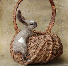 Gray and White Basket Bunny von SarafinaFiberArt auf Etsy