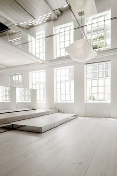 DINESEN showroom |  Mirror Mirror on the Ceiling