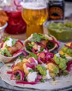 Fish tacos med ärtguacamole och srirachamajonnäs - i Köket med Anders Fish Tacos, Fresh Rolls, Guacamole, Chili, Mango, Mexican, Ethnic Recipes, Food, Manga
