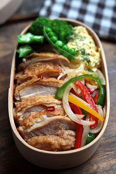 4 Cycle Fat Loss - slim stir-fried peppers onions, egg omelette, roast/steamed broccoli, meat, bed of rice or potatoes Discover the World's First & Only Carb Cycling Diet That INSTANTLY Flips ON Your Body's Fat-Burning Switch Bento Recipes, Cooking Recipes, Healthy Recipes, Bento Ideas, Lunch Ideas, Bento Box Lunch, Lunch Snacks, Lunch Boxes, Japanese Lunch Box