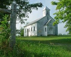 Pretty little country church in Pocahontas County, West Virginia Abandoned Churches, Old Churches, Beautiful Buildings, Beautiful Places, My Father's House, Old Country Churches, Church Pictures, Cathedral Architecture, Take Me To Church