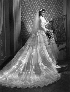 Modest Wedding Dresses With Train Wedding Dress Trends, Wedding Attire, Wedding Bride, Wedding Gowns, Wedding Shot, Modest Wedding, Vintage Wedding Photos, Vintage Bridal, Vintage Weddings