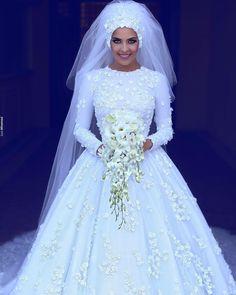Since it's wedding season ���������� Via @saidmhamadphotography #hijab #stylediaries #fashiondiaries #fashionista #hijabi #lehijab #muslimapparelthings #muslimfashionthings #hijabista #hijabstyle #muslimahfashion #hijabers #hijabmodern #chichijab #iammodest #love #instagood #photooftheday #lovehijab #hijabigirl #wedding #bride #weddingdress #hijabibride #tesettur #tesetturabiye #tesetturgelinlik http://gelinshop.com/ipost/1521409956291621353/?code=BUdIktigTHp