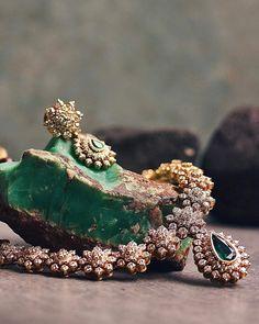Real Diamond Necklace, Diamond Pendant, Gold Jewellery Design, Diamond Jewellery, Bridal Jewelry Sets, Bridal Sets, Gold Jewelry Simple, Antique Necklace, Indian Jewelry