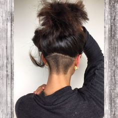 Keeps the hair off the back of your neck for a cooler summer style. Also attractive modern look for a pony tail or artistic updo. Shaved Undercut, Undercut Long Hair, Undercut Women, Shaved Nape, Undercut Hairstyles, Undercut Back, Medium Hair Styles, Curly Hair Styles, Undercut Hair Designs
