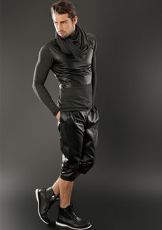 Faux Leather Pants, Leather Shorts, Leather Men, Fashion Models, Fashion Men, Leather Fashion, Hot Guys, Cool Style, Cool Outfits