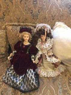 2-Beautiful-Collectible-Dolls-Cathay-Collection-Unique-1-5000-Blond-Brown-Hair