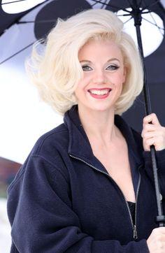 Kelli Garner as Marilyn Monroe in The Secret Life of Marilyn Monroe. Loved her hair. Big Short Hair, Big Hair, Short Hair Styles, Coiffure Hair, Bouffant Hair, Pin Up, Marilyn Monroe Haircut, Marilyn Monroe Hairstyles, Retro Hairstyles