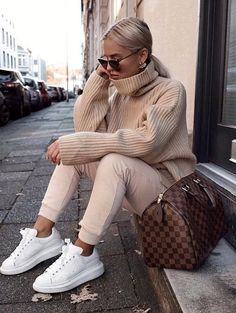 30 Trendy winter outfits to wear outside in cold weather .- 30 Trendige Winteroutfits, die man bei Kälte draußen tragen kann 30 Trendy winter outfits to wear outside in cold weather - Stylish Winter Outfits, Winter Fashion Outfits, Fall Winter Outfits, Look Fashion, Trendy Outfits, Autumn Fashion, Womens Fashion, Fashion Style Women, Fall Street Fashion