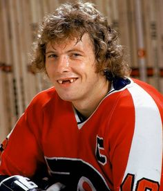 Bobby Clarke, Philadelphia Flyers    Photographed by: John D. Hanlon/SI