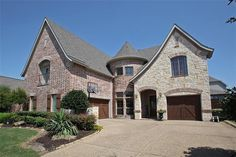 View listing details, photos and virtual tour of the Home for Sale at 1510 Evanvale Drive, Allen, TX at HomesAndLand.com.