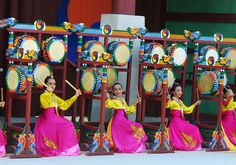 Samgomu -- a dance with three drums, Suwon Hwaseong Cultural Festival by mjohnexmsft, via Flickr