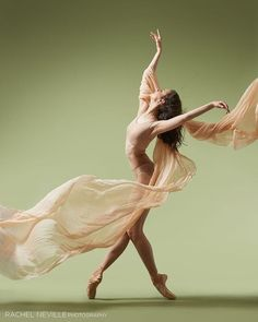 <<Gillian Fitz (Ellison Ballet) # Photo © Rachel Neville>>