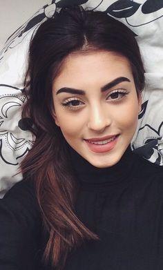 gorgeous bold brows and soft eye makeup Soft Eye Makeup, Love Makeup, Makeup Inspo, Natural Makeup, Makeup Inspiration, Makeup Goals, Makeup Tips, Beauty Makeup, Hair Beauty