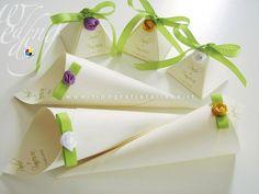 Piramidi portaconfetti e coni portariso con roselline colorate interamente realizzate a mano