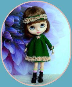 4 pieces Blythe doll outfit* dress* headband* socks* dress hanger*