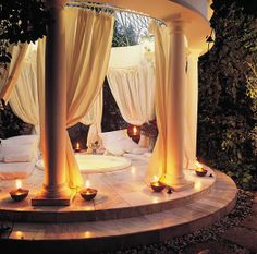 Who would like a relaxing evening in this dreamy outdoor spa?