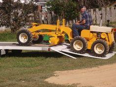 made these neat cub cadet based pieces of equipment. Cub Cadet Tractors, John Deere Tractors, Lawn Tractors, Small Tractors, Compact Tractors, Ryobi Lawn Mower, Motorhome, Toro Mowers, Best Lawn Mower