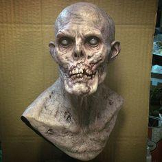 Painted the first resin casting .  #ariskolokontesart  #sculptures  #resin #zombie #displaypiece  #iwata