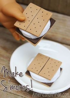 American Girl Dolls : Image : Description Doll Food Craft: How To Make S'mores! Comida American Girl, Cosas American Girl, American Girl Food, American Girl Birthday, American Girl Parties, American Girl Crafts, Ag Doll Crafts, American Girl Accessories, Doll Accessories