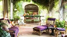 Tom Scheerer gives this outdoor room a royal makeover