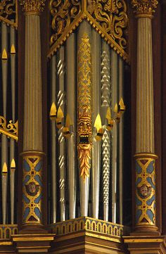 Painted organ pipes - including a scary face - in Stellichte, Germany